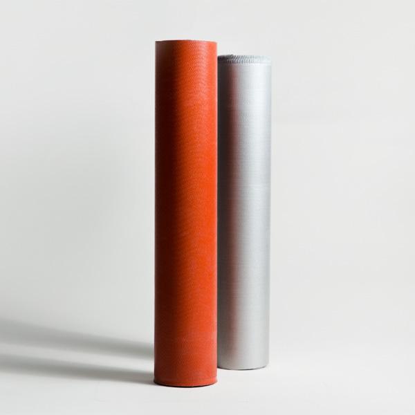 Silikonbeschichtete Glasgewebe in rot und silber - auch für flexible Isolierungen einsetzbar