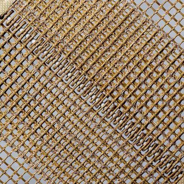 Nahtverbindung eines offenmaschigen Transportbands aus PTFE-beschichtetem Aramidgewebe